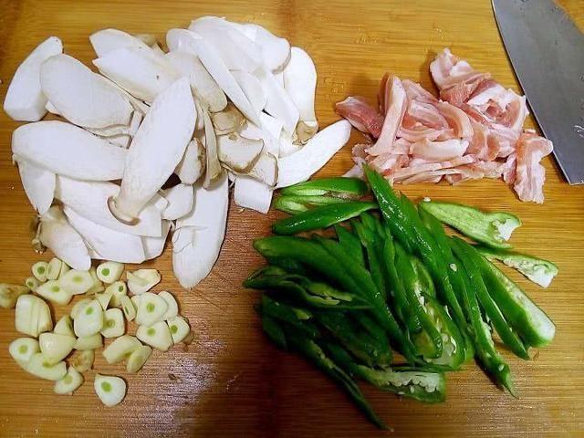 给女孩子的油菜:杏鲍菇炒肉草菇菜谱烧面筋图片