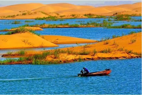 有一首歌曲 在那什么湖边 具体吧是描写家乡的开头是马叫