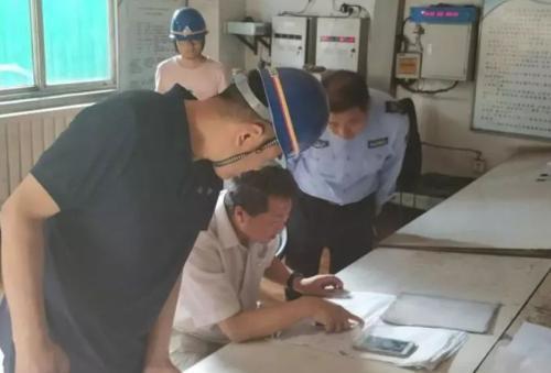 督察组在宁夏进行检查。 图片来源:生态环境部
