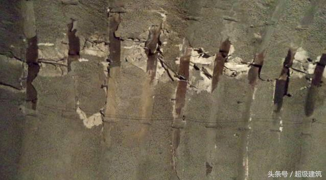 一个月后,泥灰岩居然导致结构变形了2米多,隧道拱架断裂,喷射混凝土