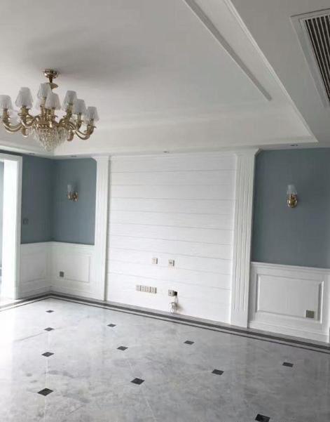 客厅电视墙用石膏板做了简单造型,两边设计了壁灯,整体效果很好,来家