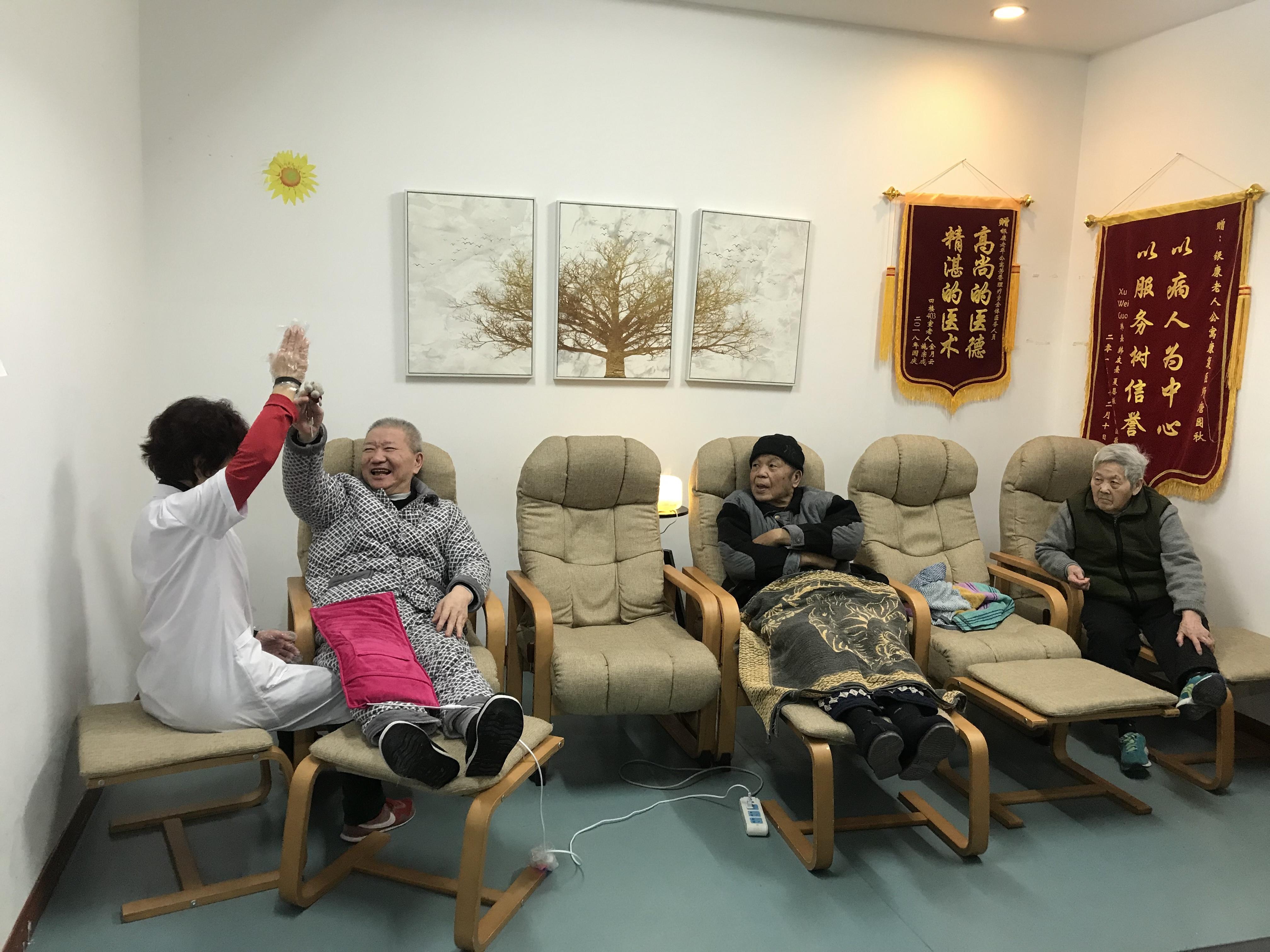 """上海:给认知症老人建一个""""快乐之家""""图片"""