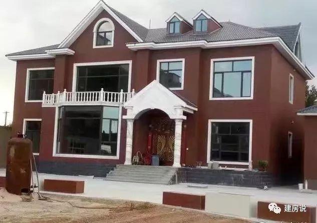 戶型7:別墅造型不錯,就是外墻顏色搭配得過于深沉了,換個暖色調應該會