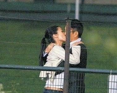 """不过作为演员,赵又廷和高圆圆也分别有自己的荧幕""""吻友""""."""