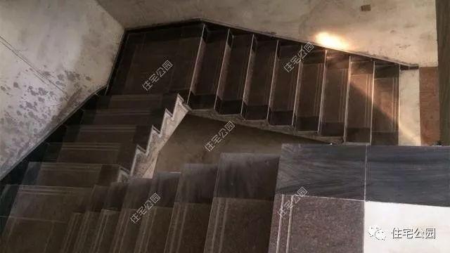 室内楼梯铺贴大理石瓷砖.图片