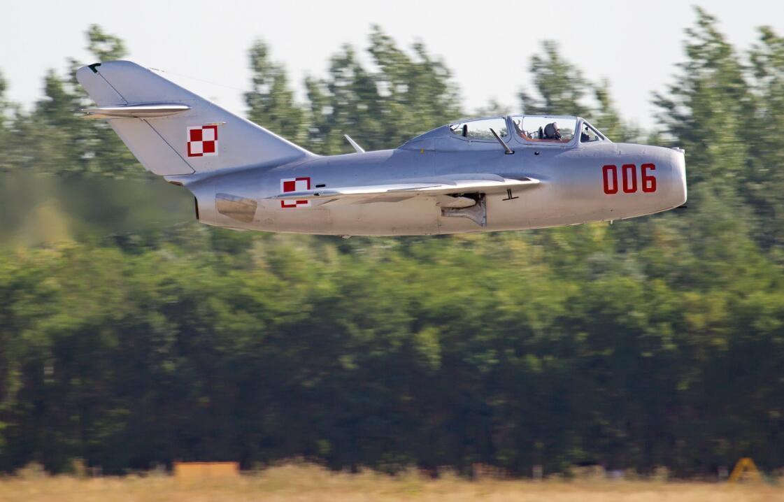 喷气式战斗机之一,它是由苏联赫赫有名的米高扬设计局依靠二战缴获