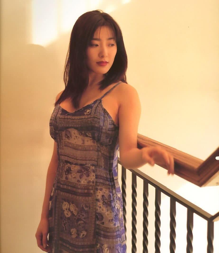 杨思敏裸照_杨思敏后期又陆续出演了不少性感的角色,也让她的知名度越来越高,因为