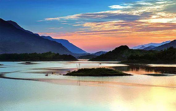 九重山国家森林公园,中国亢谷风景区等 美食:城口山地鸡,城口核桃