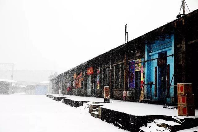 给节日增添了喜庆的色彩,上图为吉林市果品批发市场,俗称果窖.图片