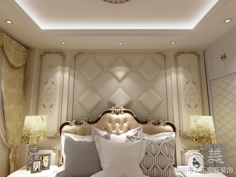主卧床背景墙正面,也是采用三段式的对称手法.