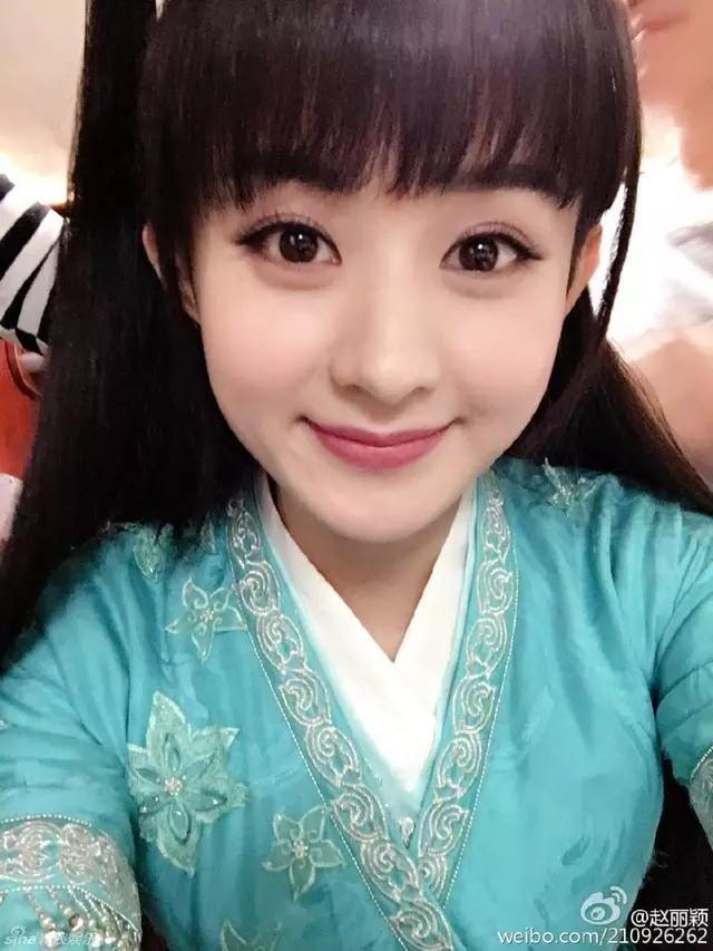 女星齐刘海造型,杨颖甜美,郑爽像小仙女,但都输图片