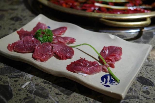 说起千层肚,这家摆盘挺精美,造型也让人特别有好感,这家菜品份量和