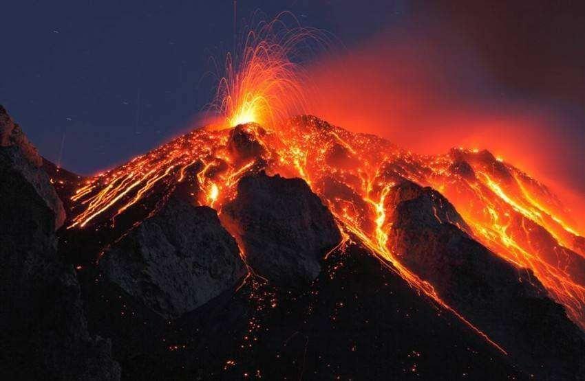 印尼三座火山同时喷发,千岛之国前景黯淡,何去何从?