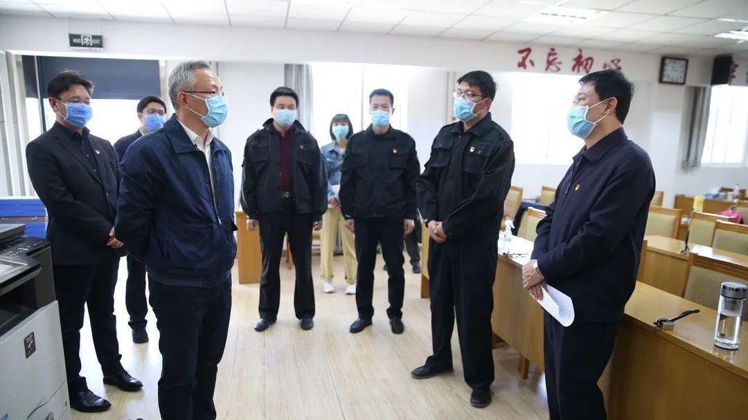 怀柔区委书记戴彬彬到在鄂人员返怀专班指导工作