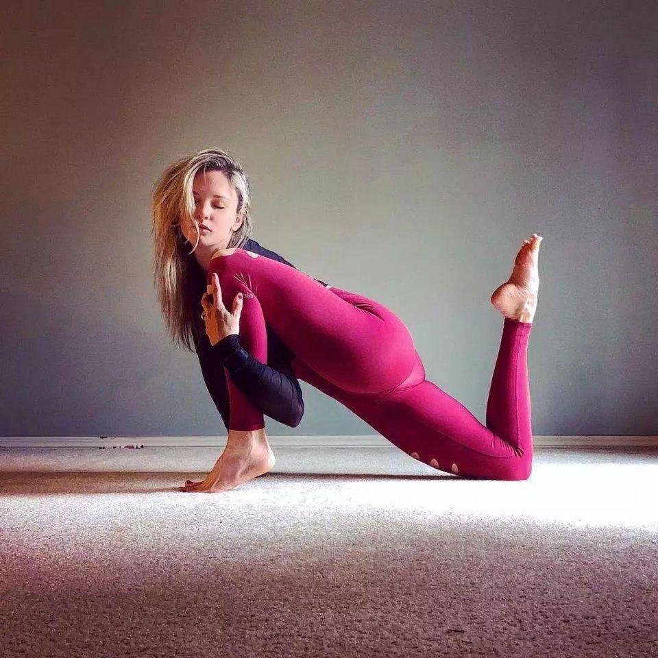 33歲辣媽生4娃,拍裸體瑜伽照,瑜伽11年的她美呆了!圖片