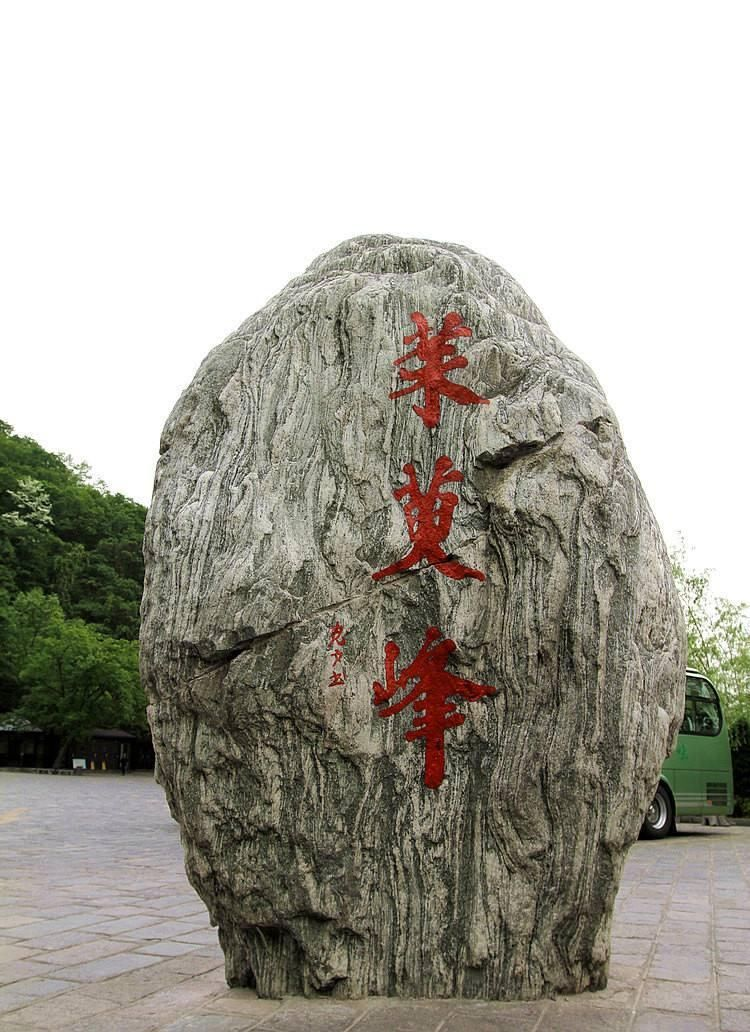 云台山风景区位于河南省焦作市修武县境内,含红石峡,潭瀑峡,泉瀑峡