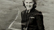 她是二战菁英女飞行官,92岁再次驾驶战斗机一飞冲天,圆了梦想