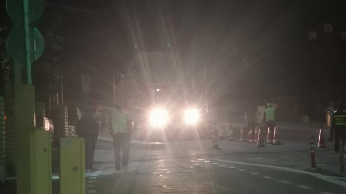 大货车遇故障 收费站工作人员紧急救助
