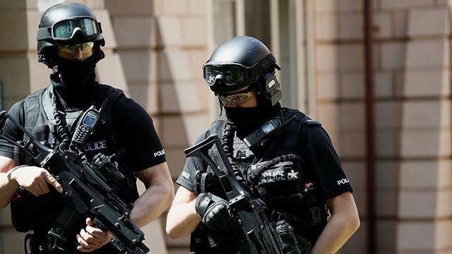 英国千名士兵进驻 伦敦进入紧急状态
