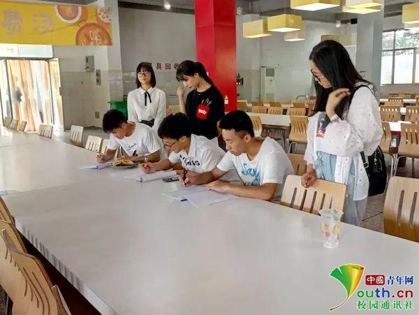 苏州大学志愿者走访考研机构 了解考研形势