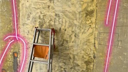隔壁装修导致家里瓷砖被震裂缝 百安居未作回应