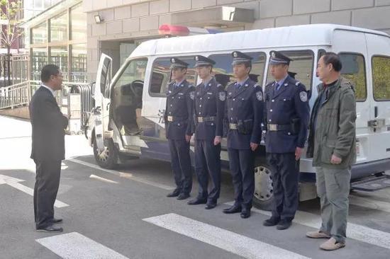 老赖举办豪华满月宴 法官率法警前往将其逮捕! - 周公乐 - xinhua8848 的博客