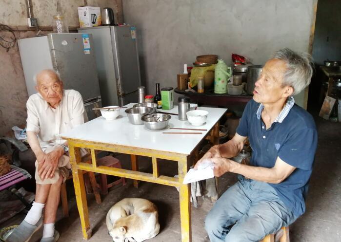 百岁老人生活经 良好家风代代传