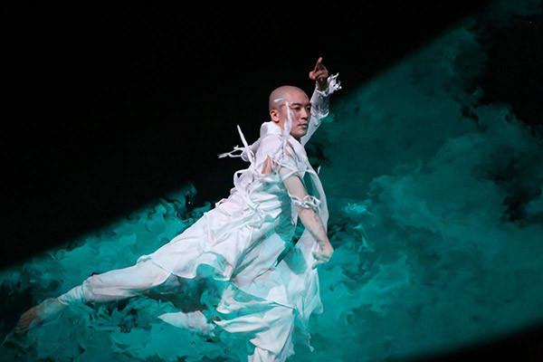 京剧传承系列之舍爱恨 做自己 裘继戎《档案》4月10日播出