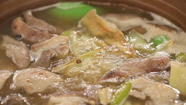 《养生厨房》长寿菜——椒香猪肚煲 11月25日17:25