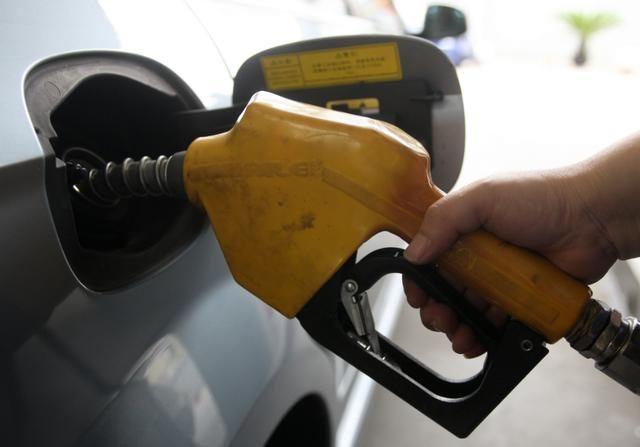 2018年油价首次上调,每吨上调180元!涨幅太大了,车主注意!