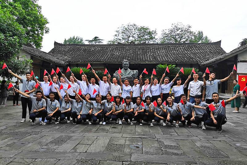 四川南充:外国语中等专业学校开