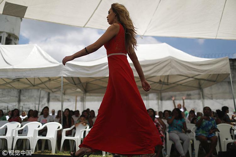 巴西监狱举办年度选美大赛 女囚T台盛装走秀