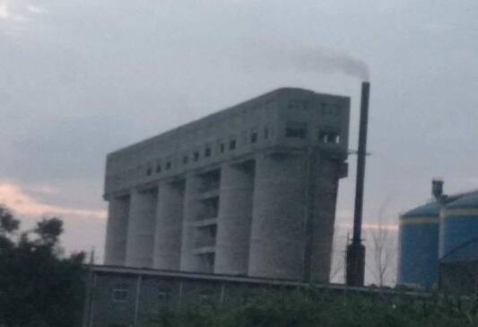 河南禹州:天洁白灰公司日夜排污无人管