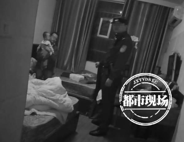 女子宾馆做丑事 1岁儿子全程目睹