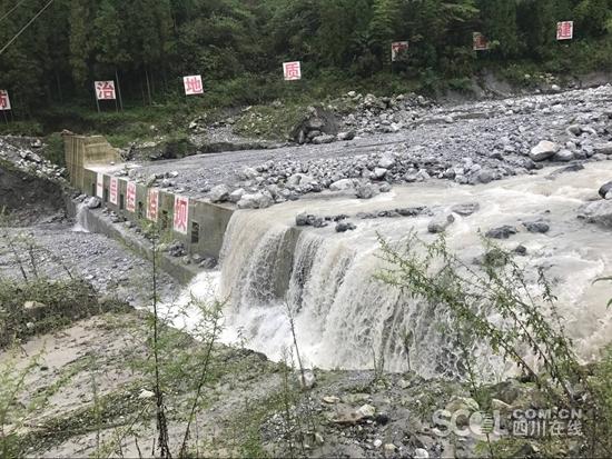 绵阳强降雨爆发泥石流 两个工程拦下100多万方土石