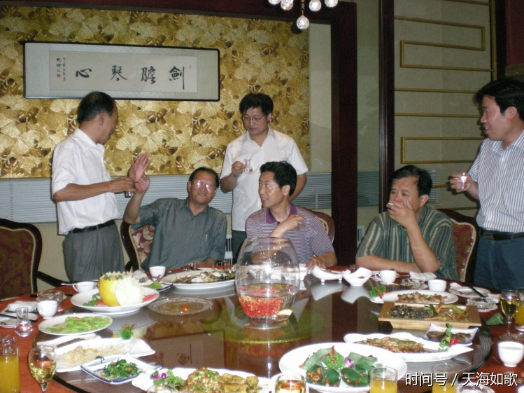 杭州奢侈品回收请远离丑陋的酒桌文化和无效的聚会