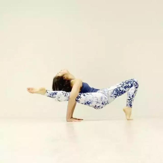 25岁的女生是去健身房好?还是练瑜伽好?