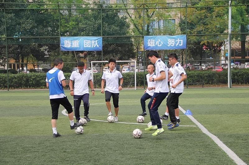 加大教练员培养力度,打造坚实的足球