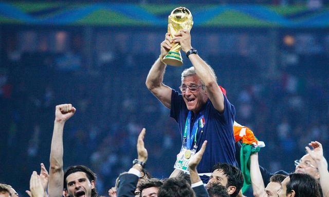 世界杯法国队夺冠,球迷:恭喜法国队陷入卫冕冠