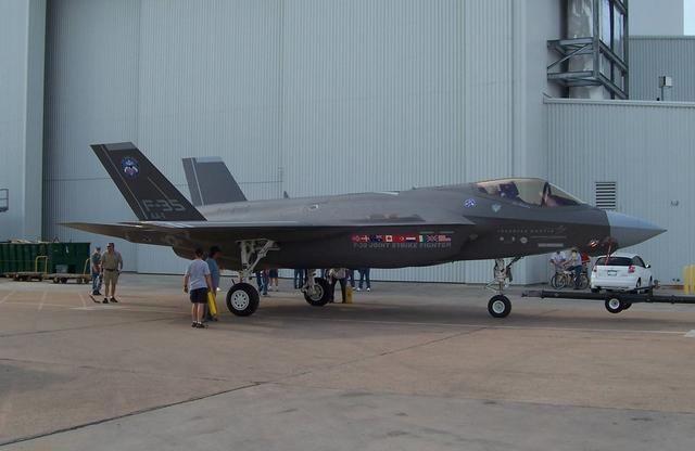 美国怎么评价歼20? 不升级F35根本无法打,网友