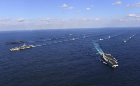 美军舰穿越台湾海峡 岛内讽刺:为躲避台风吧?