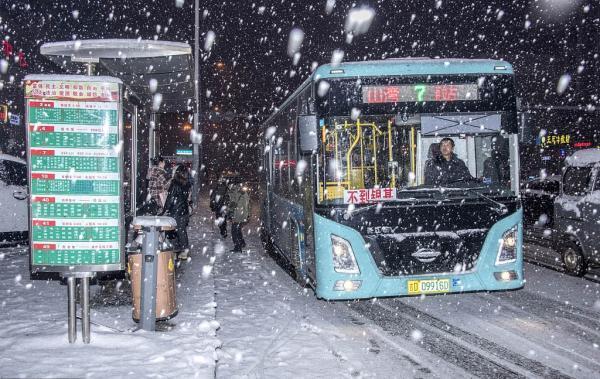 吉林辽源大雪中的景象 实拍雪后城市之美