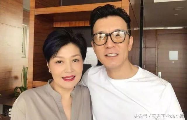 为什么李咏会在最巅峰的时候离开央视如今说出原因令人心酸_凤凰