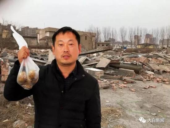 男子买土豆回家后傻眼:800平房子被拆