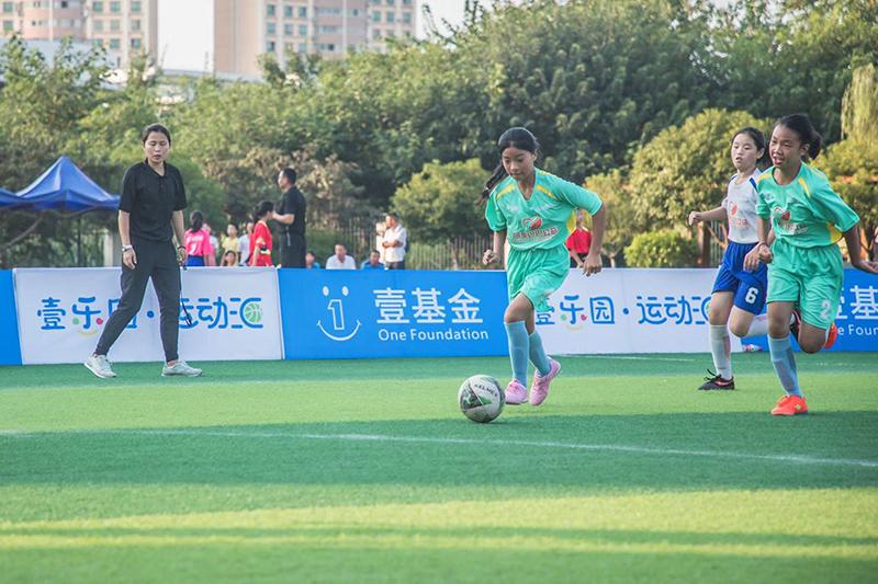 自贡绿茵小将代表参加首届壹乐园足球
