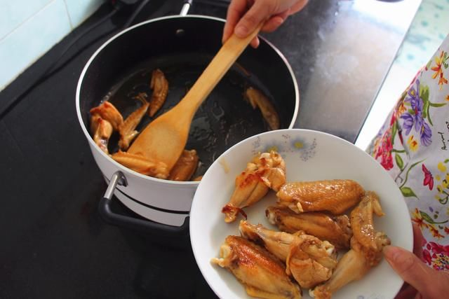 小米品牌定位上百个不同烹饪模式,售价最亲民