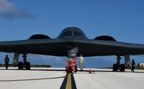 """美军""""幽灵""""轰炸机宣战,各国反击中国沉默,战神轰20隐忍不发"""