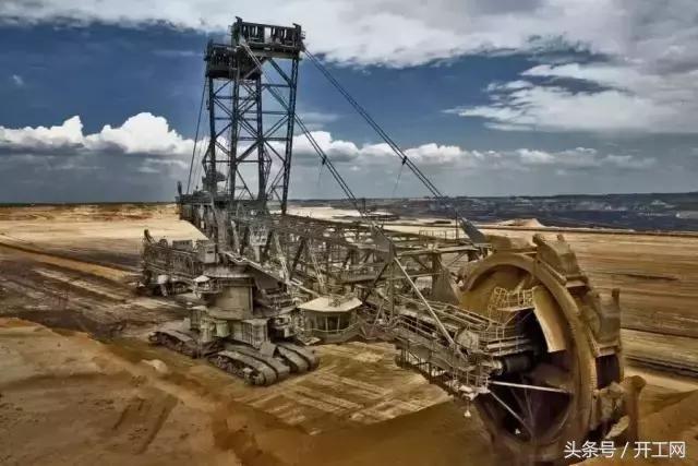 德国造出世界最大挖机,工作效率顶10000名工