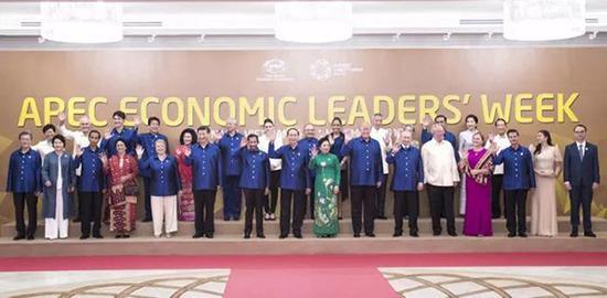 """澳门威尼斯人赌场开户:APEC领导人又秀""""最炫民族风""""_这次在越南穿的啥"""