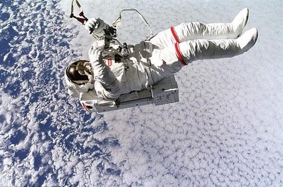 在太空遇难后的宇航员,尸体绝不让运回地球,看完真相才终于明白